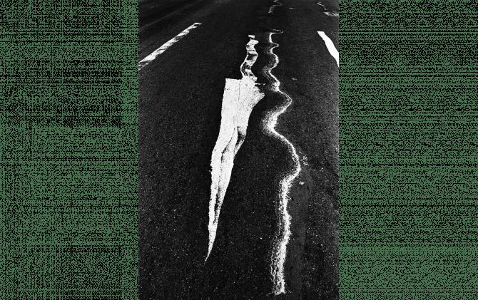 溶けた標識 1978年 ©︎ Kikuji Kawada,Countesy of PGI